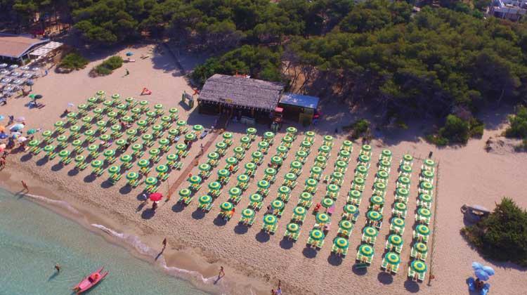 spiaggia attrezzata in salento
