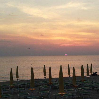 08 spiaggia attrezzata mar y sol puglia